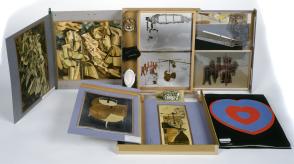 Marcel Duchamp, Boîte en valise n°IV, 1936. Carton, papier, film celluloïd, reproductions photographiques, matière plastique et gouache. Collection MAMC © Adagp, Paris 2016. Crédit photo : Yves Bresson / MAMC