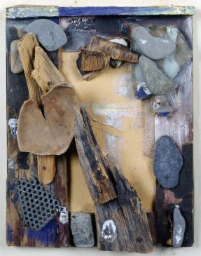 Kurt Schwitters, Sans titre Vers 1939-1944 Collage de bois, pierre, métal, verre, céramique, contreplaqué et peinture © Adagp, Paris 2016 Crédit photo: Yves Bresson / MAMC