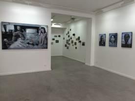 Vue d'exposition, Pierre Lamalattie, au fond, Demiak