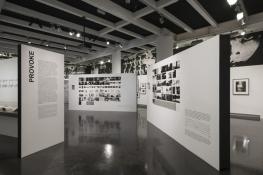 Provoke, Vue de l'exposition, Le Bal, Paris, 2016 © Martin Argyroglo