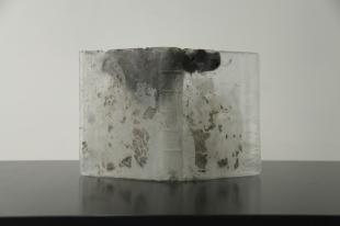 Pascal Convert, À Livre Ouvert, 2016, Verre à original perdu, Environ 46 x 40 x 6 cm. Maître verrier Olivier Juteau. Courtesy galerie Eric Dupont, Paris.