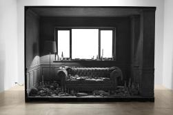 Hans Op de Beeck, The Lounge, 2014. Installation sculpturale, bois, verre, plâtre synthétique, pigment, époxy, 381,6 x 280,3 x 181,9 cm. © Studio Hans Op de Beeck, Courtesy Galleria Continua, San Gimignano / Beijing / Les Moulins / Habana.