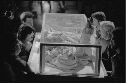 Etude documentaire, Le Drapé, Le Baroque, Palazzo Grassi, 1979 © ORLAN