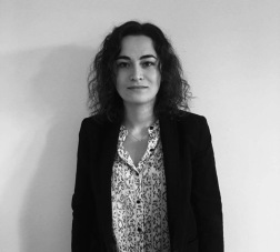 Diane Der Markarian, Responsable communication, Jeune Critique d'Art. Articles : https://lc.cx/ptGk, Linkedin : https://lc.cx/GcUX, Instagram : https://lc.cx/GcUK.