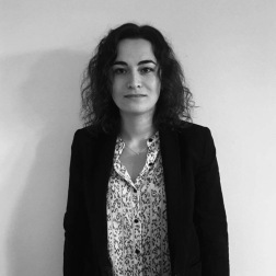 Diane Der Markarian, Responsable communication, Jeune Critique d'Art. Articles : https://lc.cx/ptGk, Linkedin : https://lc.cx/GcUX, Instagram : https://lc.cx/GcUK.