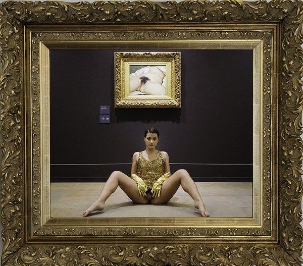 Miroir de l'origine, 2014. © Deborah De Robertis.