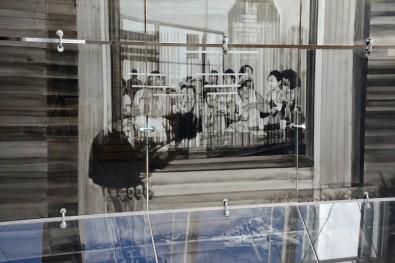 Sans-titre, 2017, détail, Verres, encre, métal, 280x300x160 cm