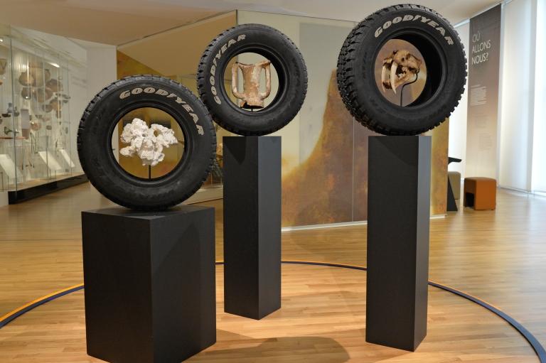 """Vue de """"Memento Mori"""" - Théo Mercier - Pièces rapportées - Musée de l'Homme - Copyright JC Domenech MNHM"""
