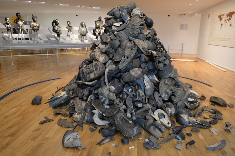 """Vue de """"Sans Titre"""" - Théo Mercier - Pièces rapportées - Musée de l'Homme - Copyright JC Domenech MNHM"""