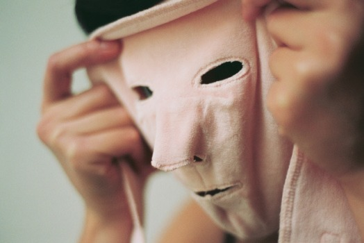 Jeanne Susplugas, Mask, 2008, 50x60 cm, c-print. Courtesy de l'artiste.