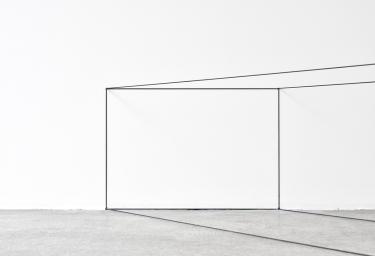 Fred Sandback, Untitled (Corner Piece), 1967. Gray elastic cord, 18 x 67 7/8 x 18 in. (45.7 x 172.4 x 45.7 cm). © 2018 Fred Sandback Archive. Courtesy Fred Sandback Archive & Marian Goodman Gallery, Paris.