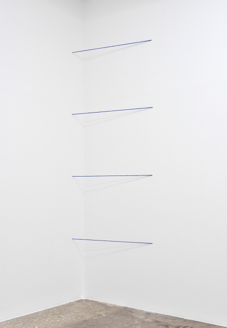 FRED SANDBACK, Untitled (Sculptural Study, Four-part Cornered Construction), c. 1970/2007. Four lengths of heavy blue acrylic yarn Dimensions vary with each installation. No. 21341 © 2018 Fred Sandback Archive.  Courtesy Fred Sandback Archive & Marian Goodman Gallery, Paris