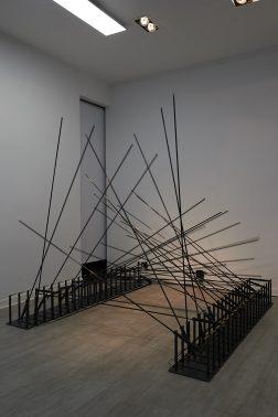 Quadrature, « Noise Signal Silence », 2018Installation cinétique sonore Dimension variablecrédits : Galerie Liusa Wang