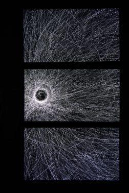 """Quadrature""""Orbits Triptychon"""", 2017Installation vidéo sur trois écrans durée : 16 minutes crédits : Galerie Liusa Wang"""