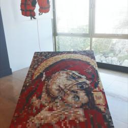 Gilets de sauvetage, Sainte matronne des voyageurs, mosaïque de carreaux de faïence, Vue d'exposition de fin d'année au Pavillon Bosio, Monaco, juin 2018. Courtesy Fanny Spano